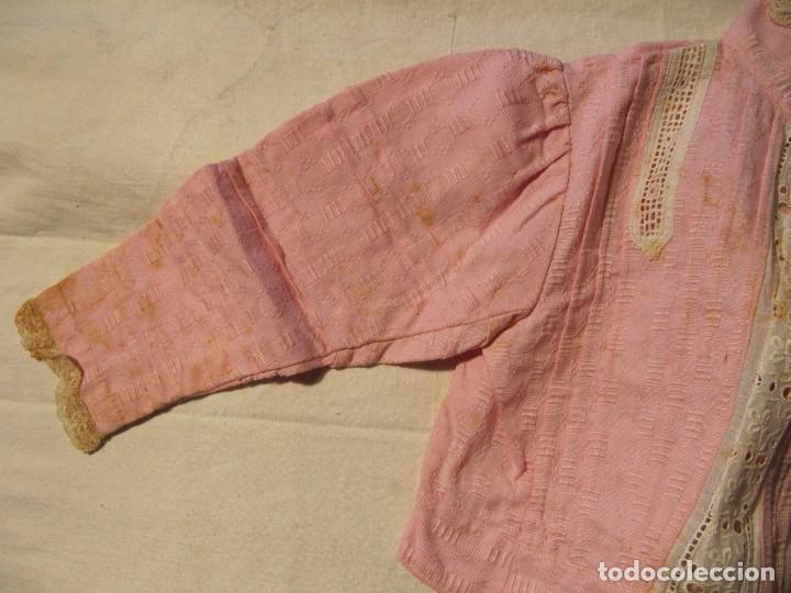 Antigüedades: BLUSA DE NIÑA DE EPOCA EDUARDIANA - ROSA CON ENCAJE Y TIRA BORDADA - Foto 3 - 104639263