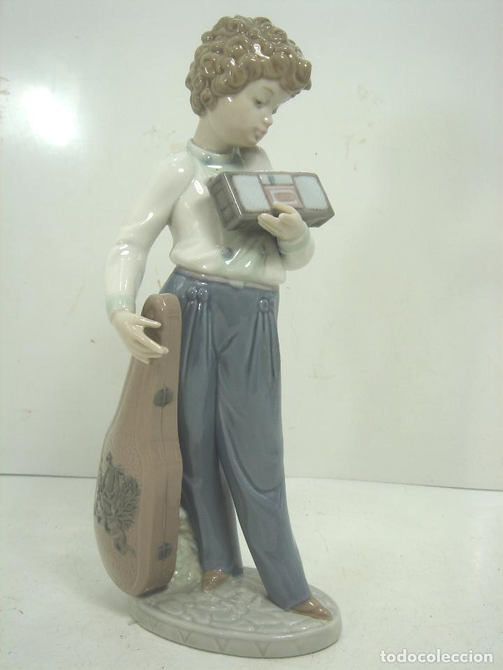 Antigüedades: FIGURA PORCELANA - LLADRO -MUSICO CON SU RADIO REF:5810- AÑO 1991 1994 - INCLINACION MUSICAL - Foto 5 - 104640527