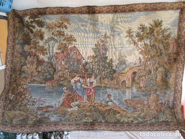 Antigüedades: antiguo tapiz con barra para colgar 1,54 m x 1,05 m - Foto 2 - 104682055