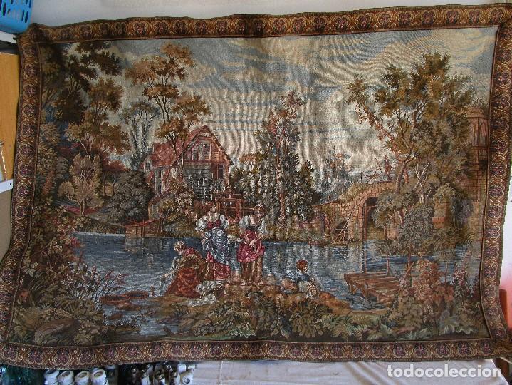 Antigüedades: antiguo tapiz con barra para colgar 1,54 m x 1,05 m - Foto 3 - 104682055
