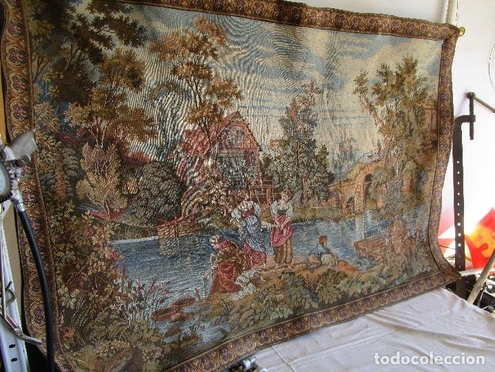 Antigüedades: antiguo tapiz con barra para colgar 1,54 m x 1,05 m - Foto 4 - 104682055