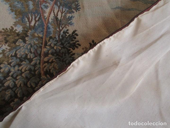 Antigüedades: antiguo tapiz con barra para colgar 1,54 m x 1,05 m - Foto 5 - 104682055