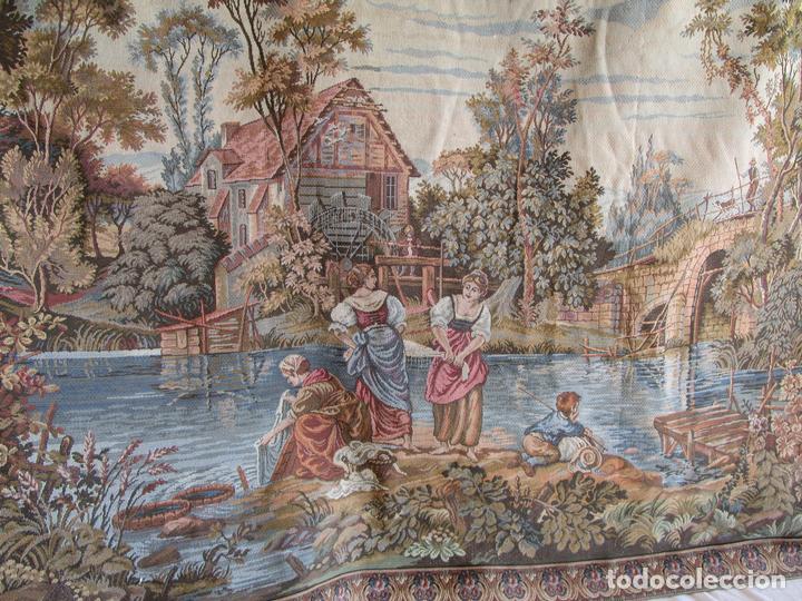 Antigüedades: antiguo tapiz con barra para colgar 1,54 m x 1,05 m - Foto 6 - 104682055