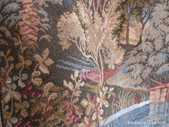 Antigüedades: antiguo tapiz con barra para colgar 1,54 m x 1,05 m - Foto 7 - 104682055