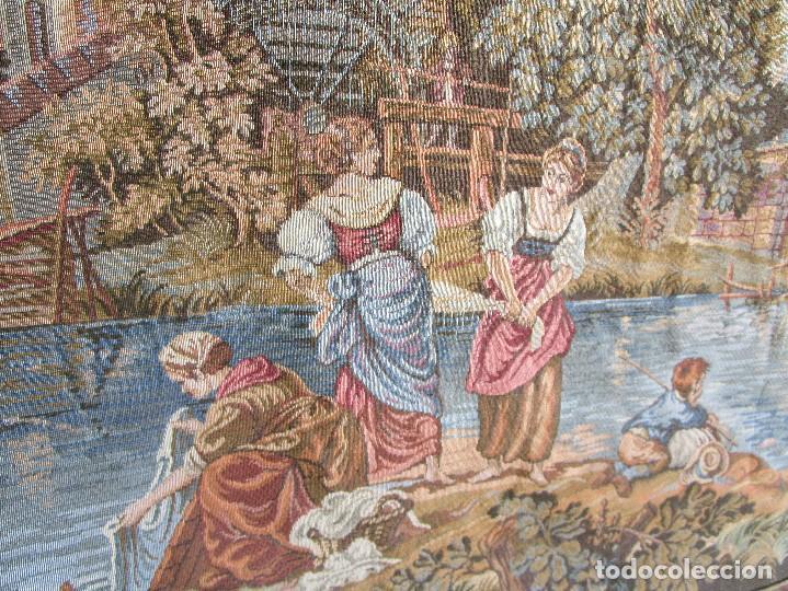 Antigüedades: antiguo tapiz con barra para colgar 1,54 m x 1,05 m - Foto 9 - 104682055
