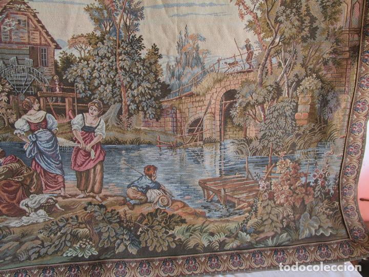 Antigüedades: antiguo tapiz con barra para colgar 1,54 m x 1,05 m - Foto 10 - 104682055