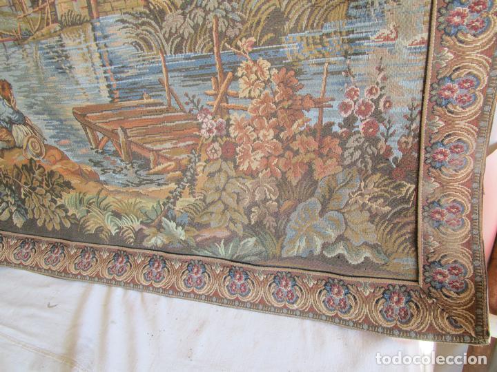 Antigüedades: antiguo tapiz con barra para colgar 1,54 m x 1,05 m - Foto 12 - 104682055