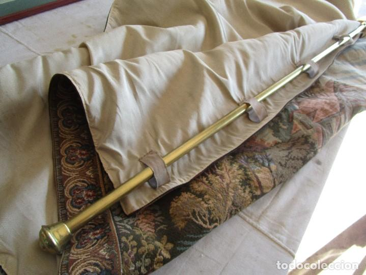 Antigüedades: antiguo tapiz con barra para colgar 1,54 m x 1,05 m - Foto 13 - 104682055