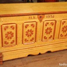 Antigüedades: ANTIGUO BAÚL LACADO DEL SIGLO XIX . Lote 104696395