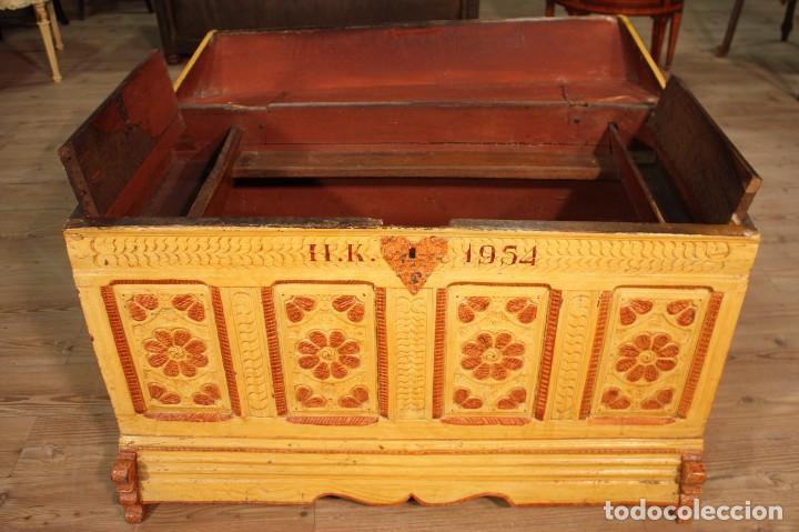 Antigüedades: Antiguo baúl lacado del siglo XIX - Foto 2 - 104696395