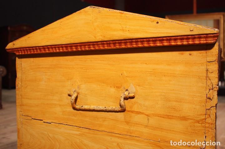 Antigüedades: Antiguo baúl lacado del siglo XIX - Foto 6 - 104696395