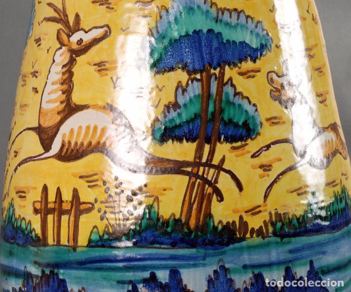 Antigüedades: Jarra jarron cerámica Triana tema cacería montería finales del siglo XIX - Foto 6 - 104696799
