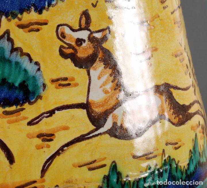 Antigüedades: Jarra jarron cerámica Triana tema cacería montería finales del siglo XIX - Foto 8 - 104696799