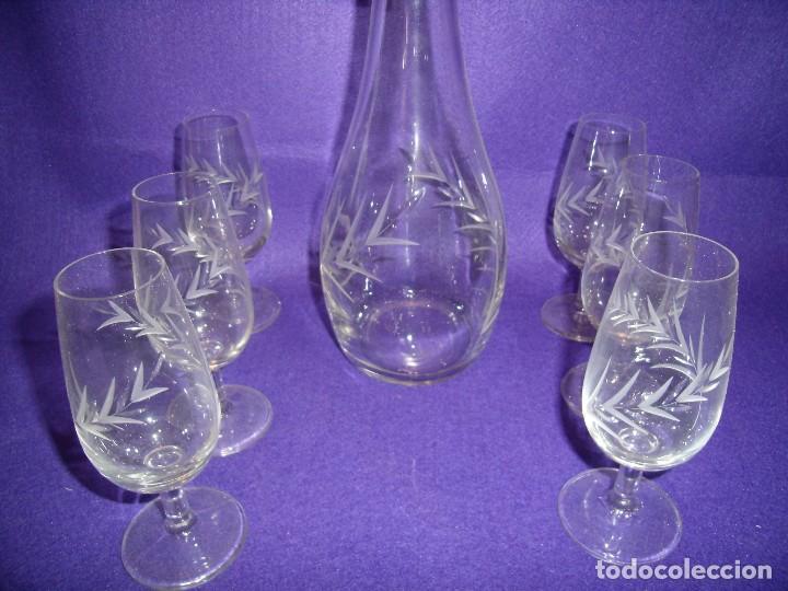Antigüedades: Juego licor 6 copas y licorera, cristal tallado al ácido, fabricado en Italia, años 70, Nuevo. - Foto 4 - 104710055