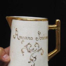 Antigüedades: BONITA JARRA ANTIGUA TIPO PICHER CERAMICA MANISES ESMALTE Y ORO AMPARO SORIANO. Lote 104726151