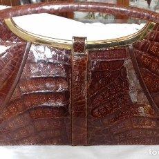 Antigüedades: ANTIGUO Y BONITO BOLSO DE PIEL DE COCODRILO COLOR MARRON.. Lote 113955956