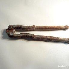 Antigüedades: ANTIGUO CASCA PIÑONES, ABELLANAS, NUECES, SIGLO XIX. MED. 13 CM.. Lote 104758439