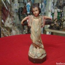 Antigüedades: NIÑO JESUS ON SU CRUZ MUY ANTIGUO POLICROMADO. Lote 104777688