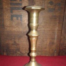Antigüedades: CANDELABRO DE BRONCE. Lote 104802403