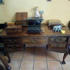 Antigüedades: MESA DE DESPACHO DE NOGAL CON SILLON, SIGLO XIX. Lote 104858359