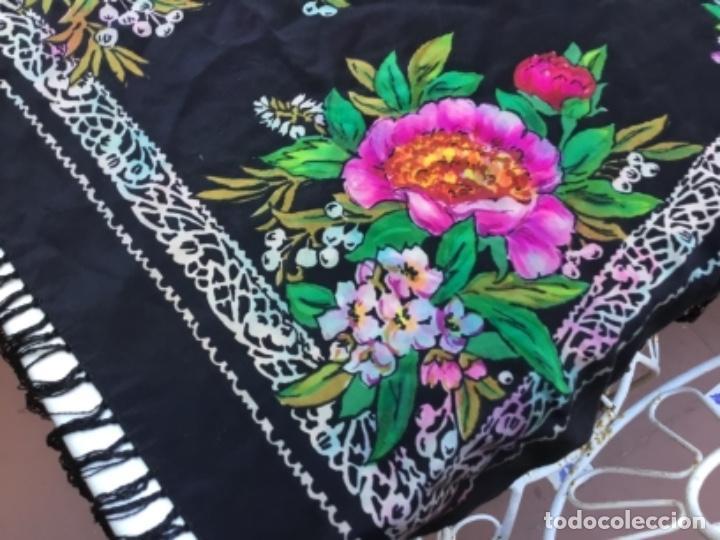 Antigüedades: Antiguo mantón de seda natural estampado con fleco - Foto 2 - 104864223