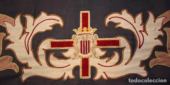 Antigüedades: ESPECTACULAR TAPIZ O REPOSTERO CON ESCUDO DE CASTILLA Y LEON. 390 X 240 CM. MILITAR - Foto 4 - 104874643