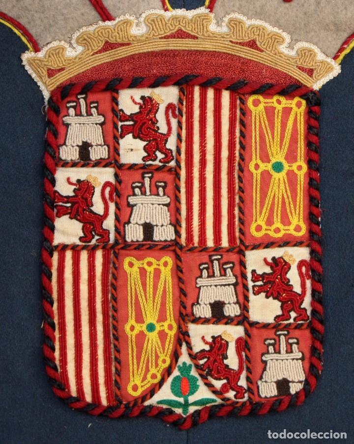 Antigüedades: ESPECTACULAR TAPIZ O REPOSTERO CON ESCUDO DE CASTILLA Y LEON. 390 X 240 CM. MILITAR - Foto 8 - 104874643