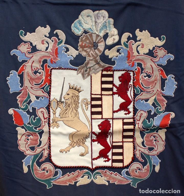Antigüedades: ESPECTACULAR TAPIZ O REPOSTERO CON ESCUDO DE CASTILLA Y LEON. 390 X 240 CM. MILITAR - Foto 15 - 104874643