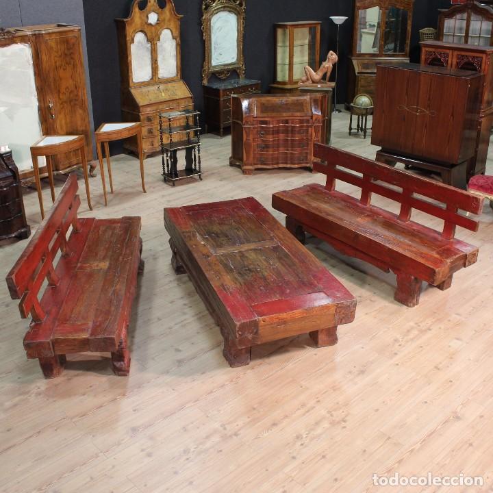 JUEGO DE DOS BANCOS CON UNA MESA LACADOS (Antigüedades - Muebles Antiguos - Mesas de Despacho Antiguos)