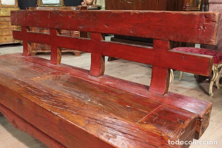 Antigüedades: Juego de dos bancos con una mesa lacados - Foto 9 - 104880743