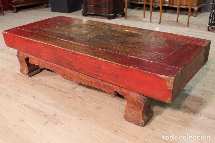 Antigüedades: Juego de dos bancos con una mesa lacados - Foto 12 - 104880743