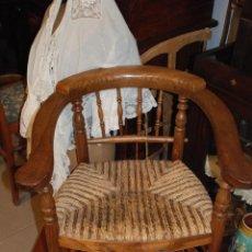 Antigüedades: MUY BONITA PAREJA DE SILLAS BUTACAS DE ROBLE CON ASIENTO DE ENEA. Lote 104942007