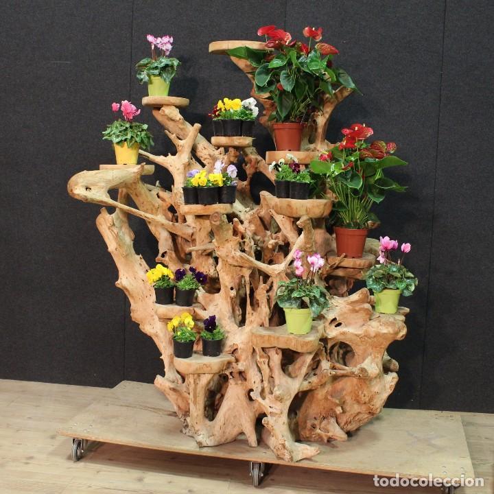 FLORERO INDONESIANO EN RAÍZ DE MANGLAR (Antigüedades - Hogar y Decoración - Floreros Antiguos)