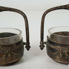 Antigüedades: PAREJA DE MOSTACEROS. CRISTAL Y PLATA 800. CIRCA 1950. . Lote 104949735