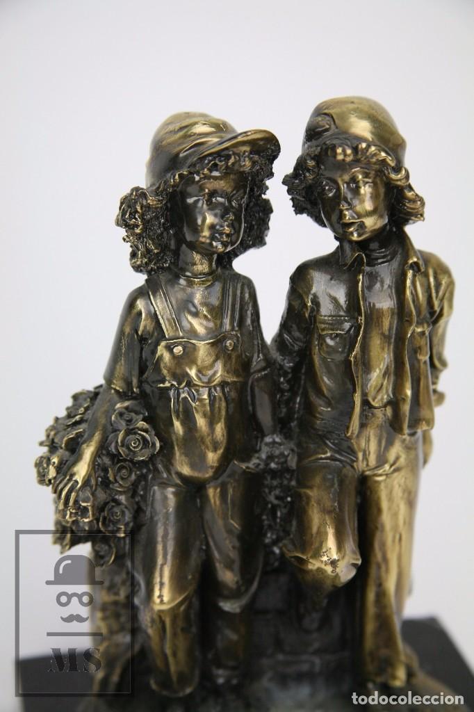 Antigüedades: Escultura de Resina y Bronce Sobre Peana de Mármol Negro - Niños con Flores - Loga Art - Foto 3 - 104957743