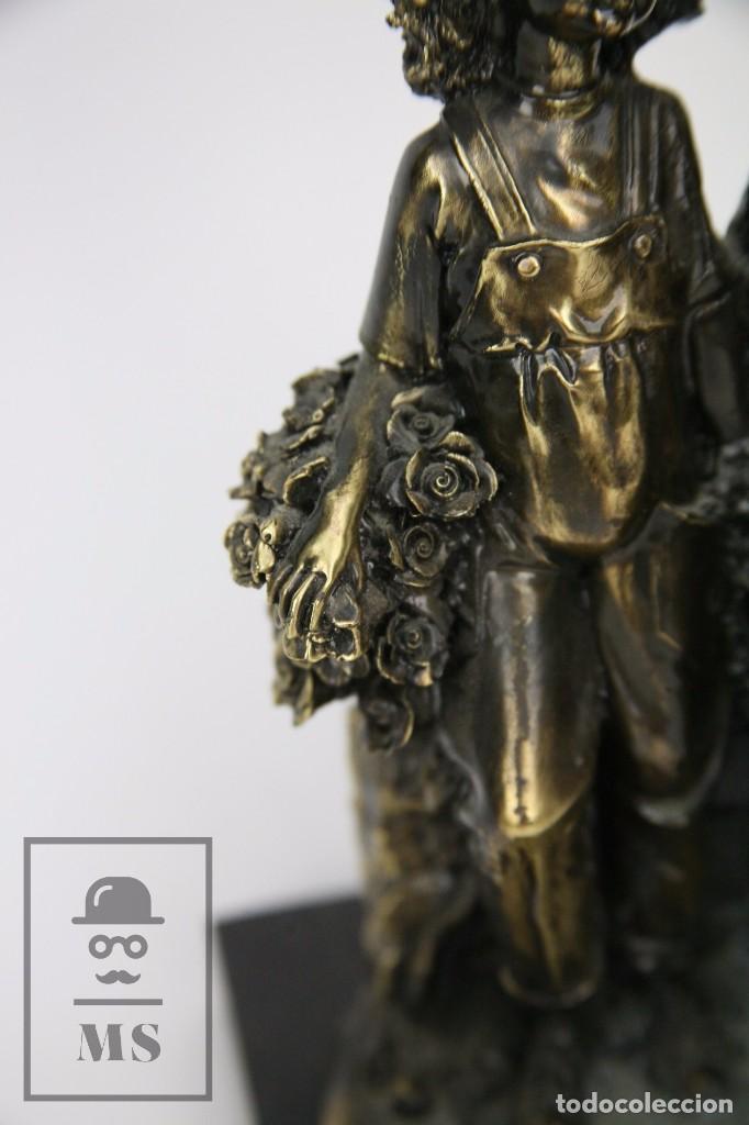 Antigüedades: Escultura de Resina y Bronce Sobre Peana de Mármol Negro - Niños con Flores - Loga Art - Foto 4 - 104957743
