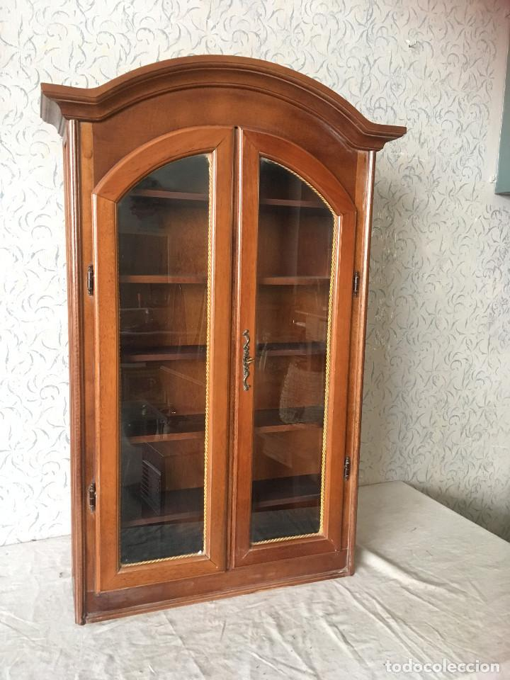 VITRINA CLASICA MUY BIEN CONSERVADA (Antigüedades - Muebles Antiguos - Vitrinas Antiguos)
