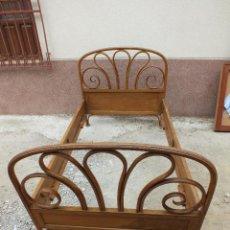 Antigüedades: CAMA THONET MODERNISTA EN BUEN ESTADO Y COMPLETA. Lote 105000139