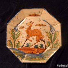 Antigüedades: PRECIOSO PLATO DECORATIVO OCTOGONAL DE CERÁMICA PINTADA A MANO, FDO. HNOS DIM. Lote 105026503