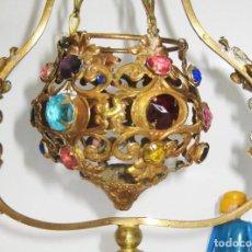Antigüedades: PRECIOSA LAMPARA VOTIVA DE ALTAR IGLESIA CAPILLA EN LATON DORADO BRONCE Y CRISTAL . Lote 105042495