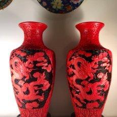 Antigüedades: PAREJA JARRONES LACA CHINA ROJO NEGRO- 38 CM (JARRÓN TIBOR CINABRIO). Lote 105055427