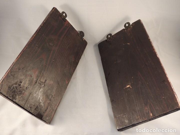 Antigüedades: BONITAS PERCHAS INDIAS EN METAL CON INSCRIPCIONES - Foto 7 - 105073067