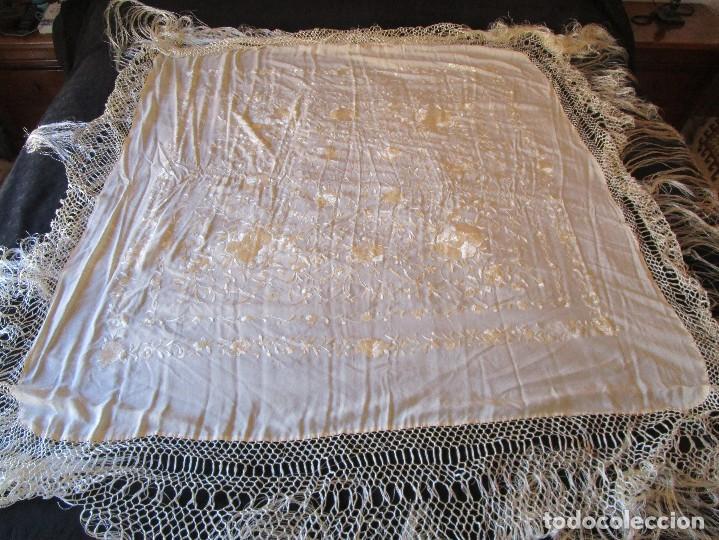 Antigüedades: manton manila blanco marfil con flores bordadas de seda - Foto 8 - 105078167