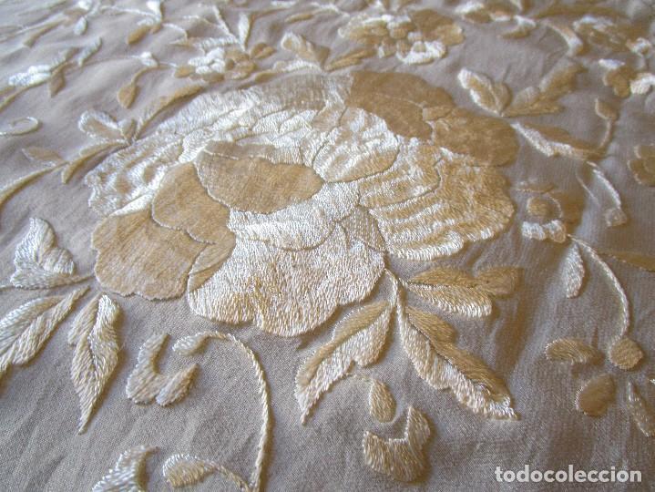 Antigüedades: manton manila blanco marfil con flores bordadas de seda - Foto 11 - 105078167