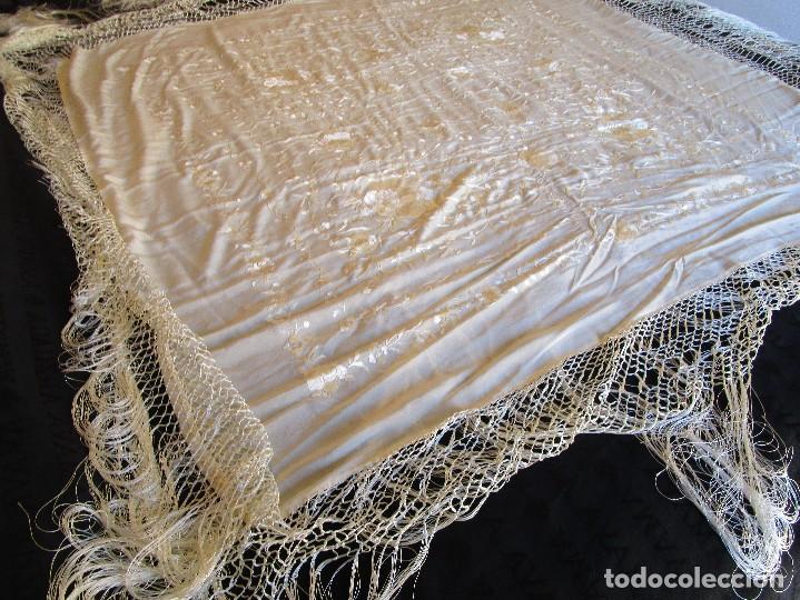 Antigüedades: manton manila blanco marfil con flores bordadas de seda - Foto 13 - 105078167