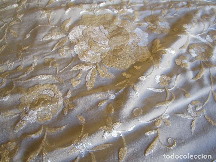 Antigüedades: manton manila blanco marfil con flores bordadas de seda - Foto 14 - 105078167