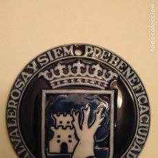Antigüedades: MEDALLA SARGADELOS ESCUDO CIUDAD DE VIGO - PRIMERA EDICIÓN. Lote 105126919