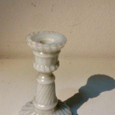Antigüedades: CANDELABRO DE CRISTAL OPALINA EN BLANCO.. Lote 105147163