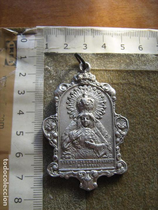 SEVILLA - RARISIMA MEDALLA ALUMINIO HDAD MACARENA - FUE DE LAS PRIMERAS QUE SE HICIERON (Antigüedades - Religiosas - Medallas Antiguas)