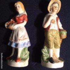 Antigüedades: PAREJA DE FIGURAS DE BISCUIT . Lote 105190511